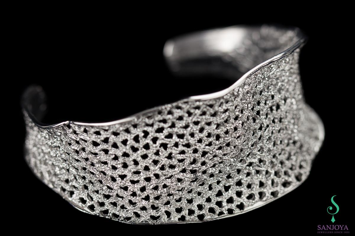 Verfijnde zilveren slavenarmband met schitteringen