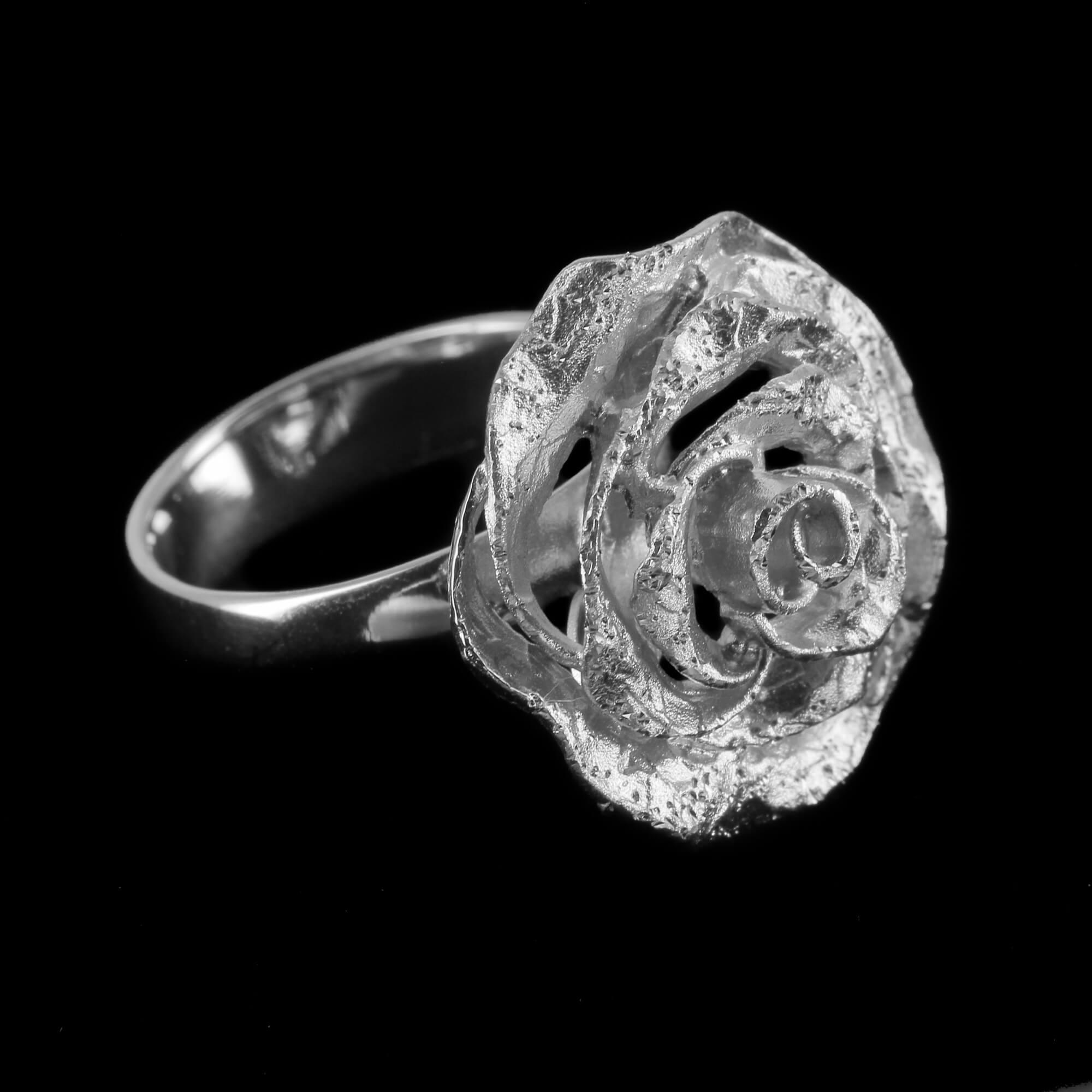 Schitterende zilveren bloemring