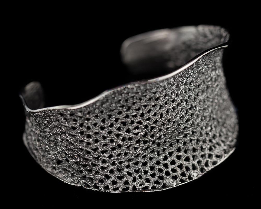 Schitterende zilveren grijze slavenarmband