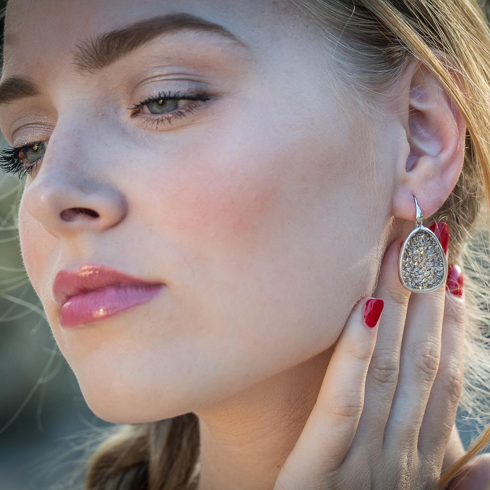 Afhangende ovalen oorbellen met hematiet
