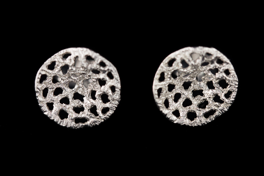 Bewerkte zilveren oorbelletjes