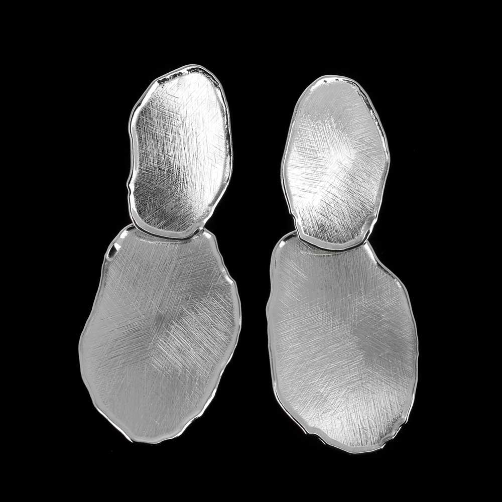 Zilveren ongehamerde oorbellen