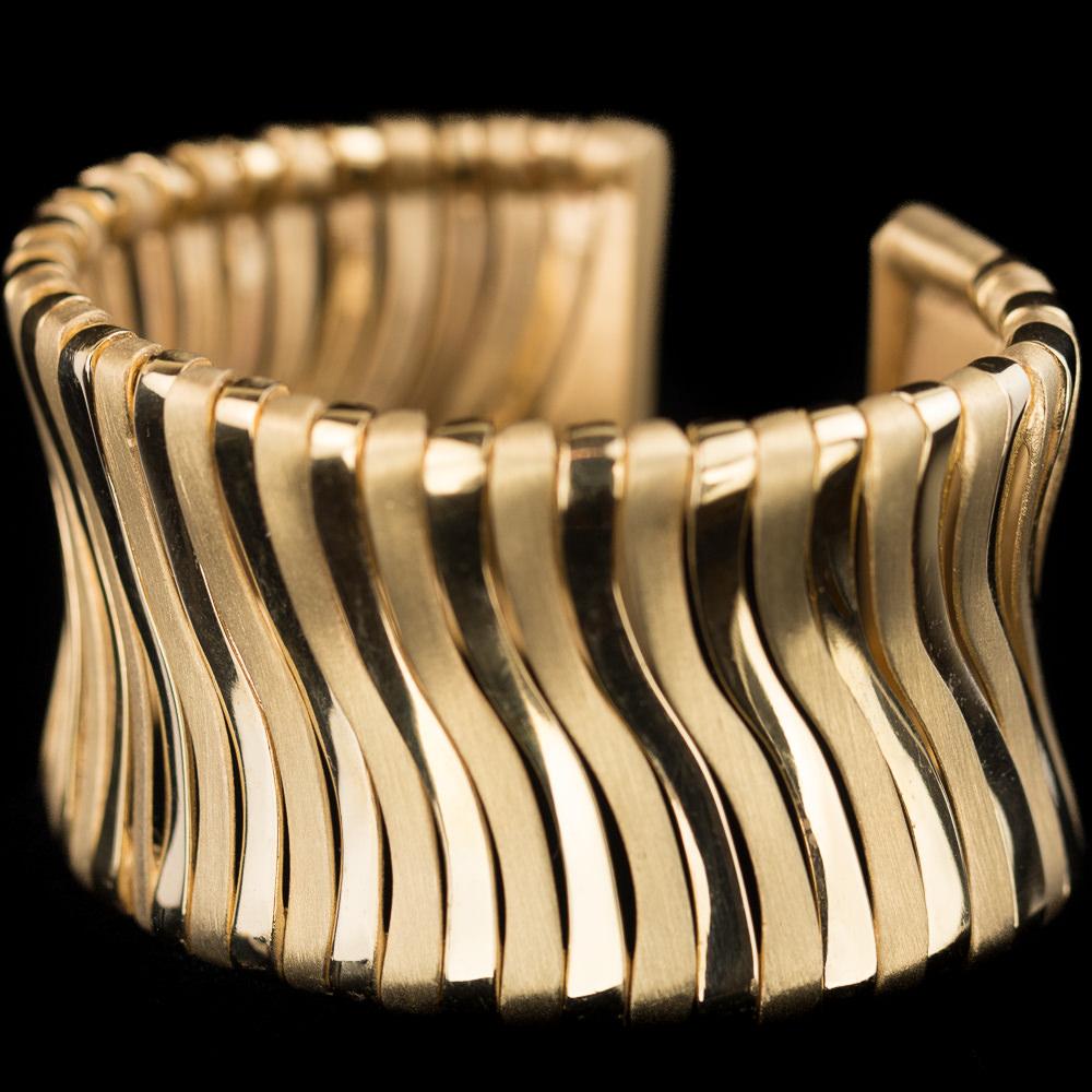 Brede vergulde armband met matte en gepolijste schakels