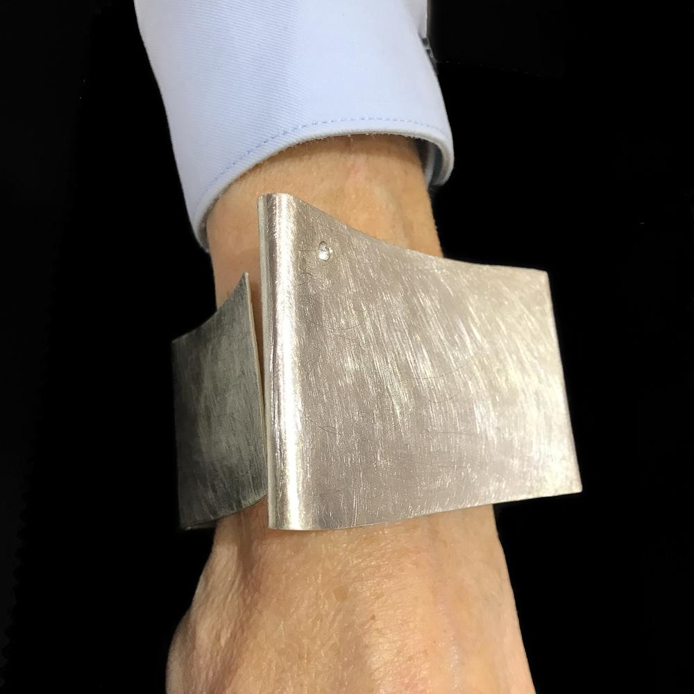 Zilver en gematteerde vierkante slavenarmband