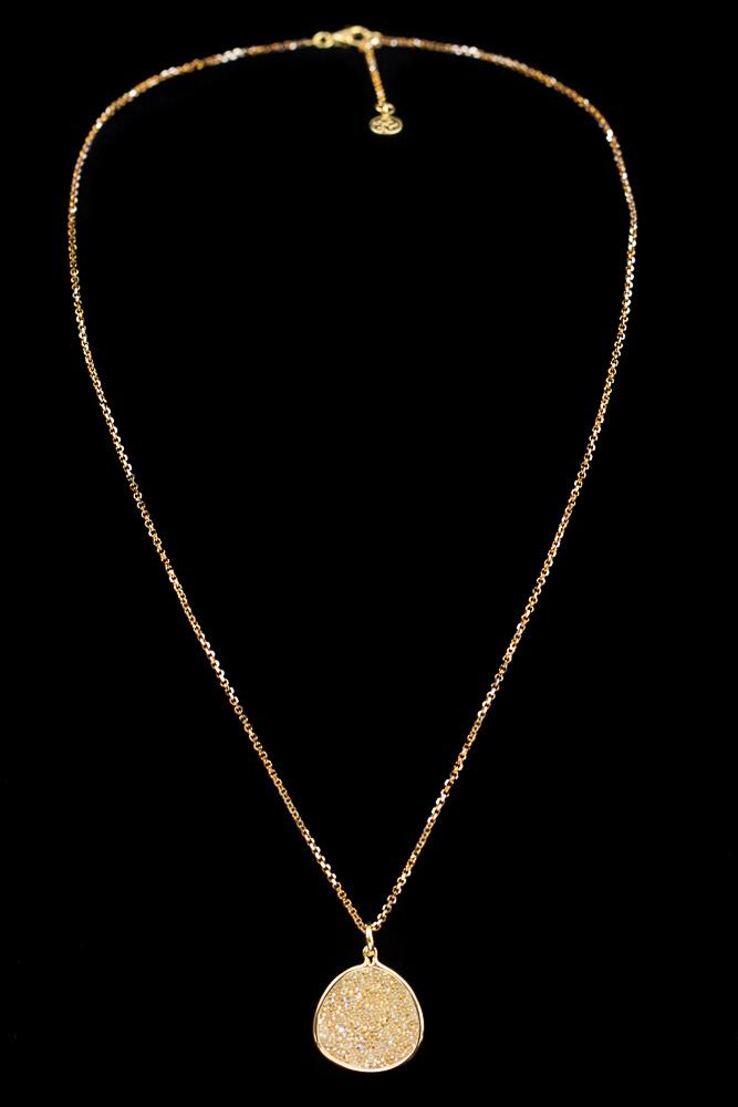 Vergulde ketting met ovale hanger van witte kristallen