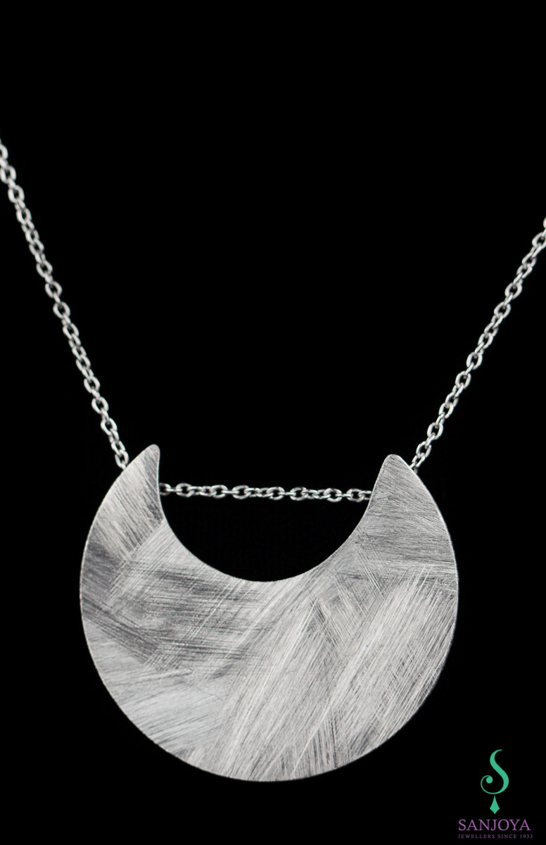 Zilveren halve maan hanger met ketting