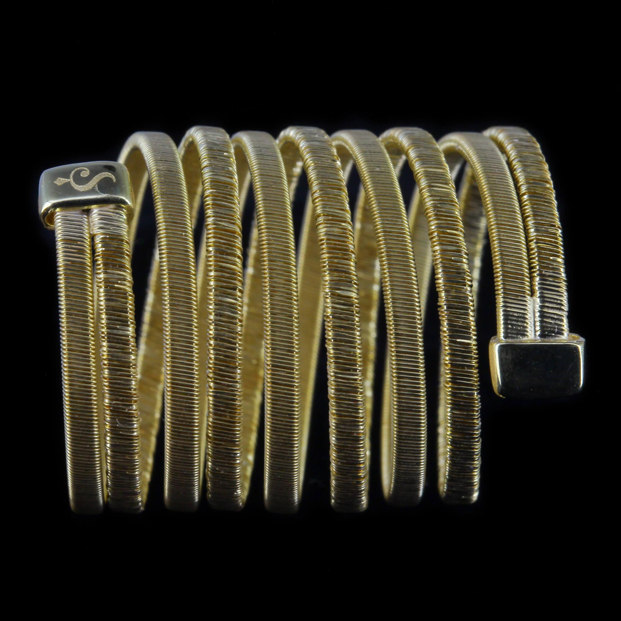 Vergulde en brede meerdradige ring