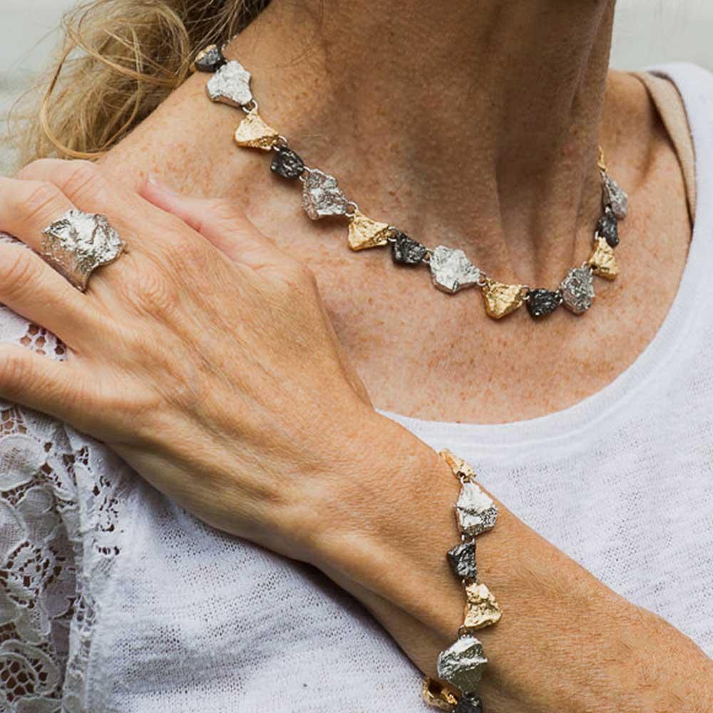 Schitterende steenvormige driekleurige zilveren ketting