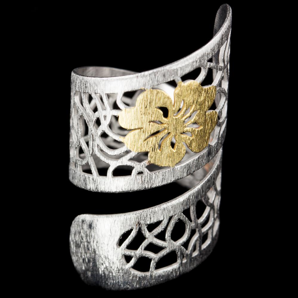 Zilveren bewerkte dubbele ring met bloem