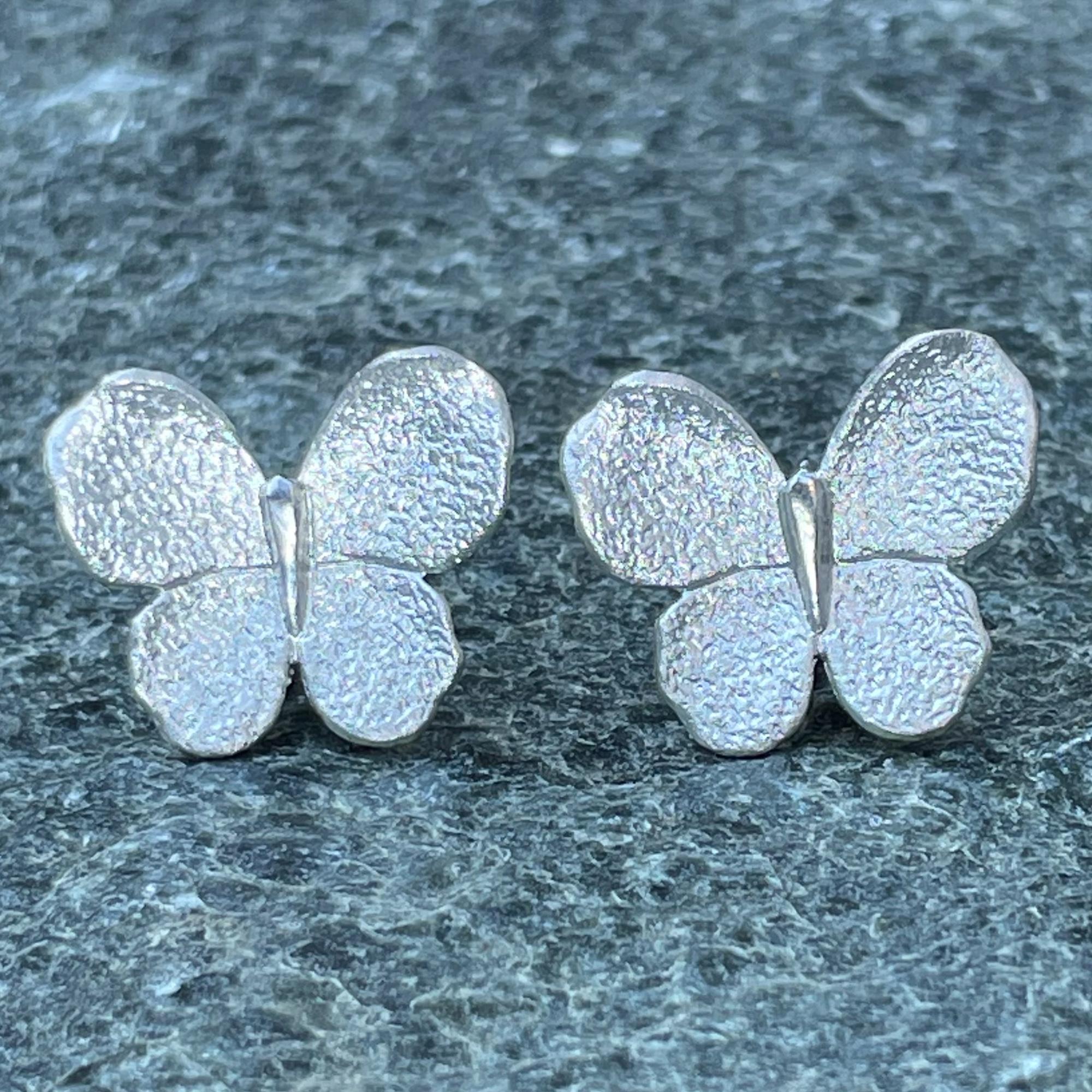 Zilveren grotere vlinder oorbellen