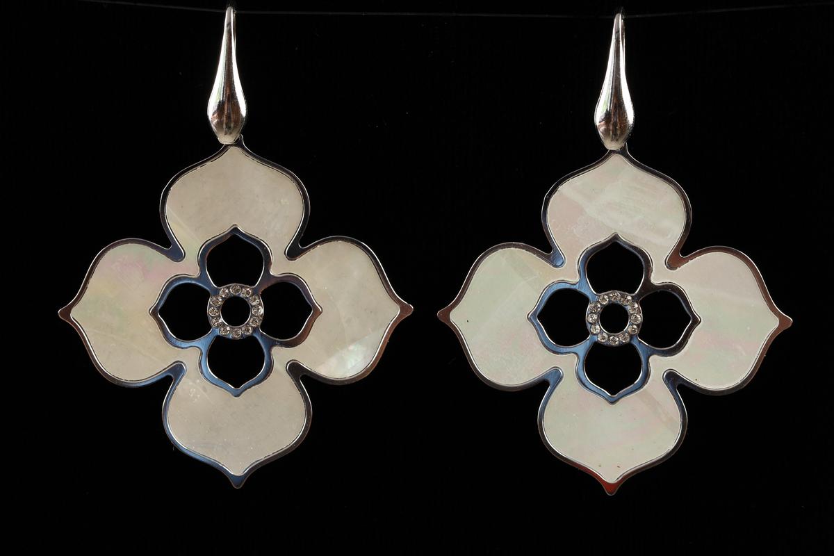 Italiaanse zilveren oorhangers met parelmoer en zirkonia