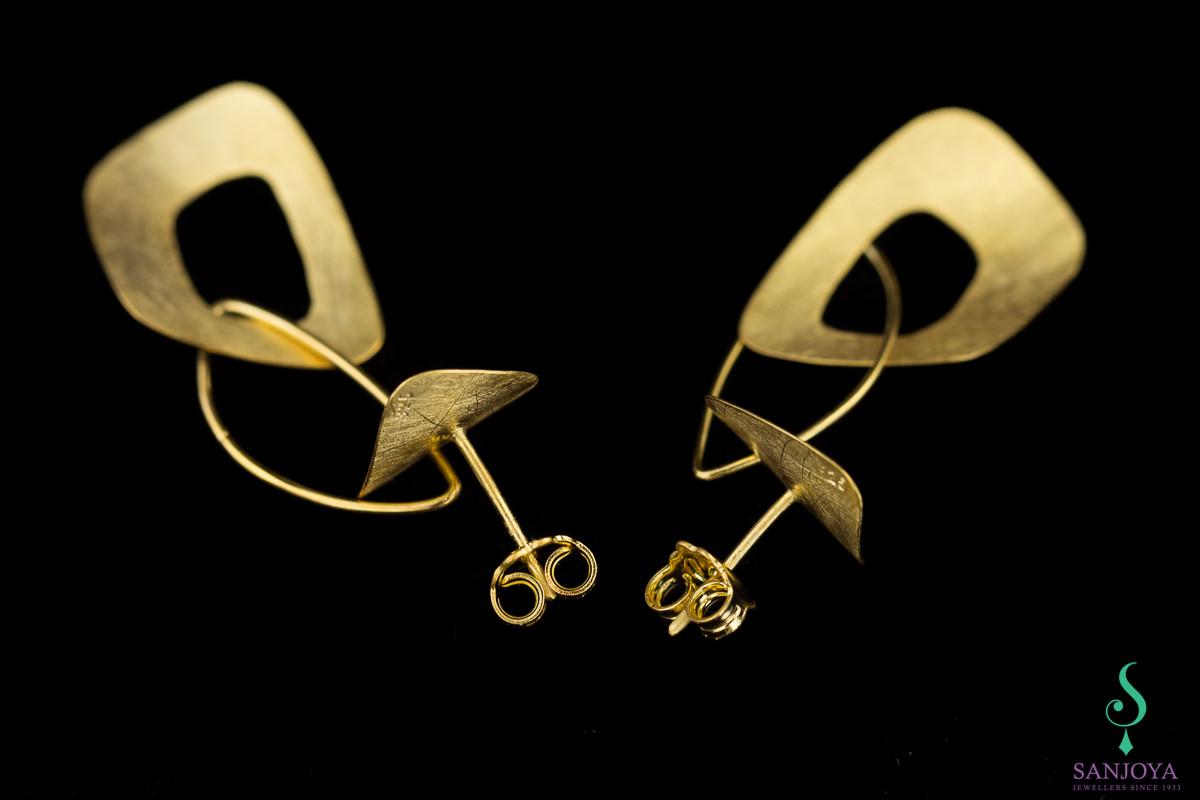 Vergulde en gematteerde open schakel oorbellen