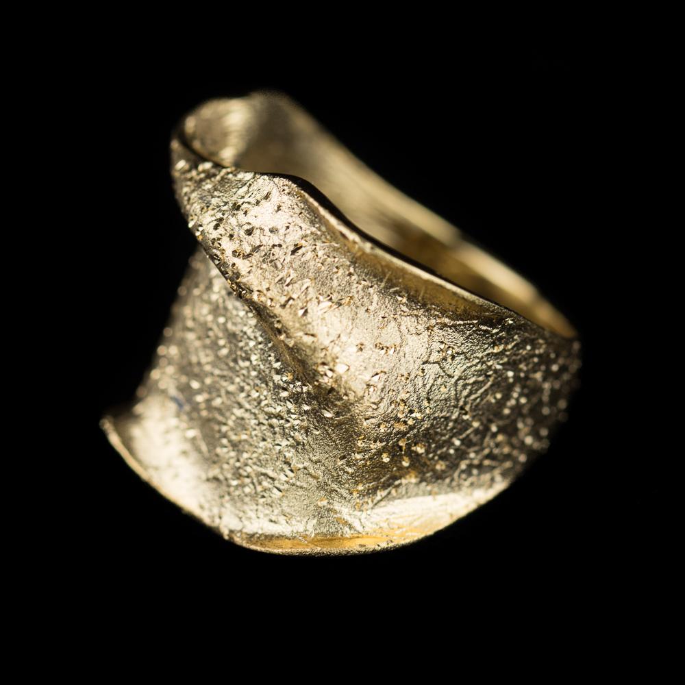 Gouden ring 18Kt, smal en gediamanteerd