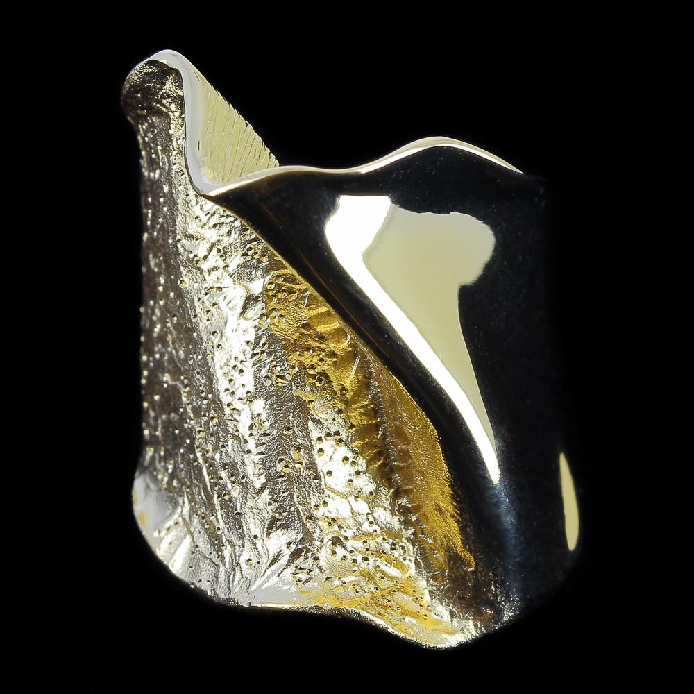 Smalle vergulde ring, mat, gepolijst en gediamanteerd