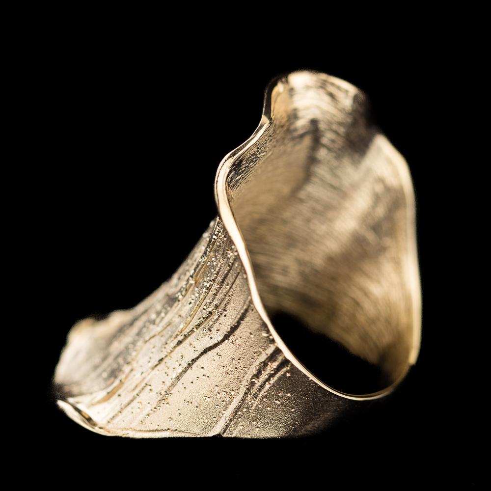 Vergulde ring, breed en gediamanteerd
