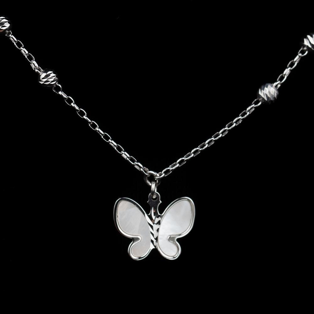 Zilveren ketting met een vlindertje van parelmoer