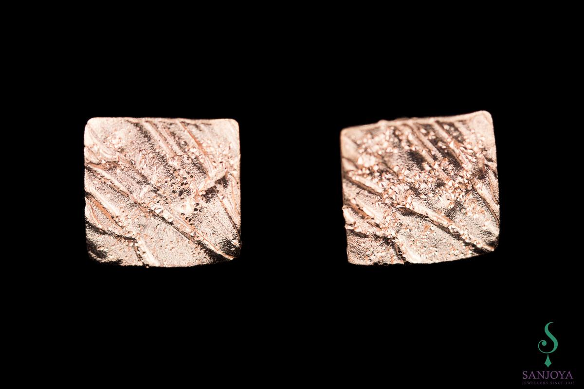 Schitterende mini vierkante oorbelletjes van rosé