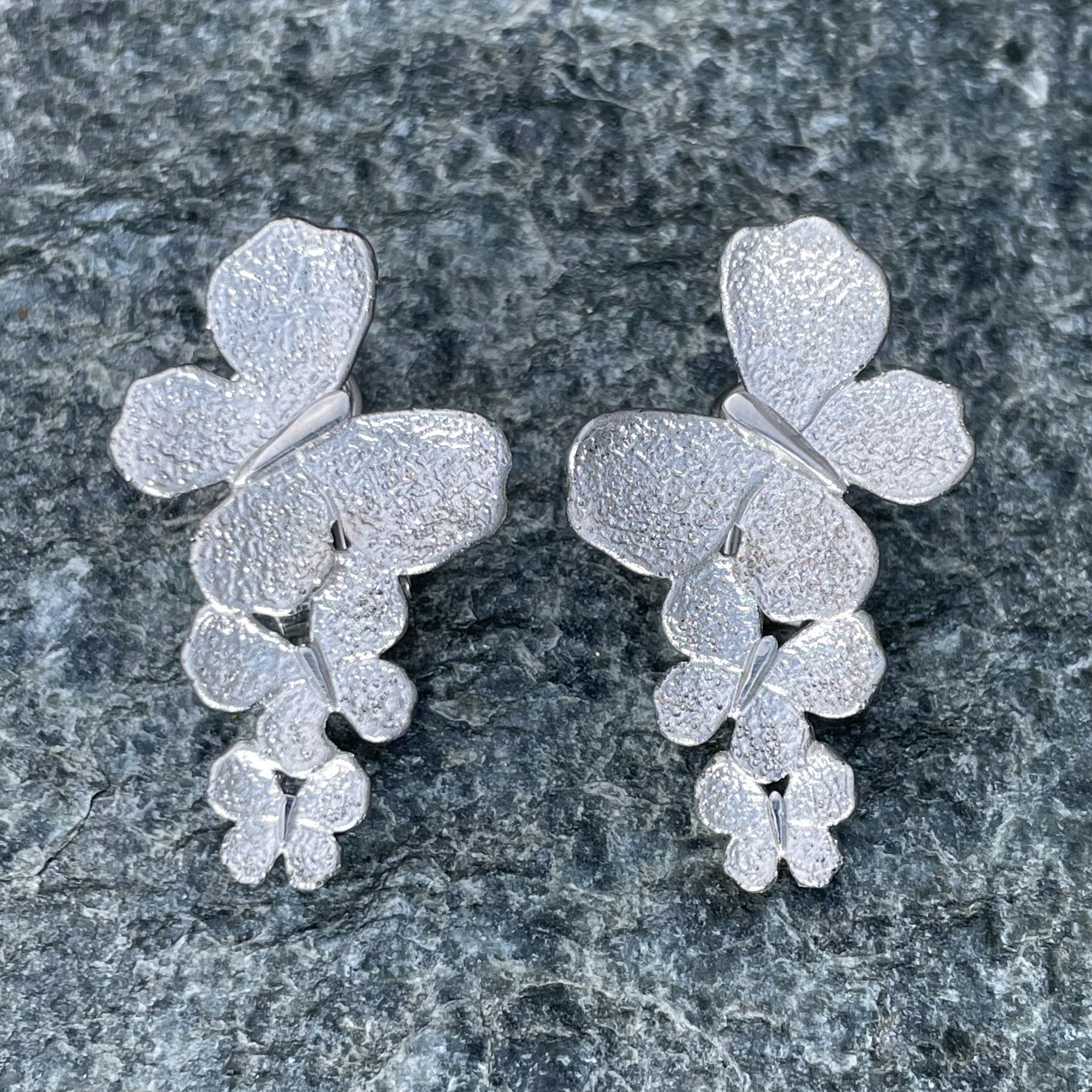 Zilveren eye catcher vlinder oorbellen