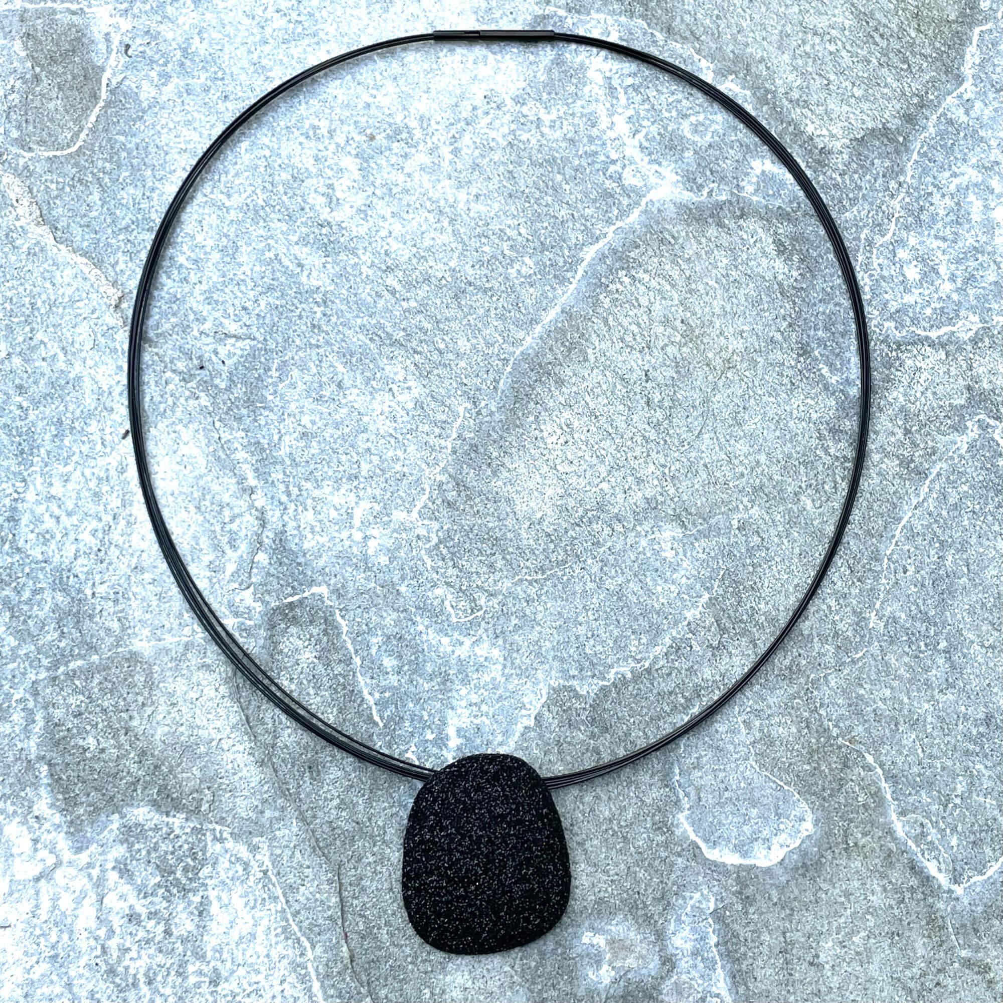 Zwarte schitterende hanger van zilver