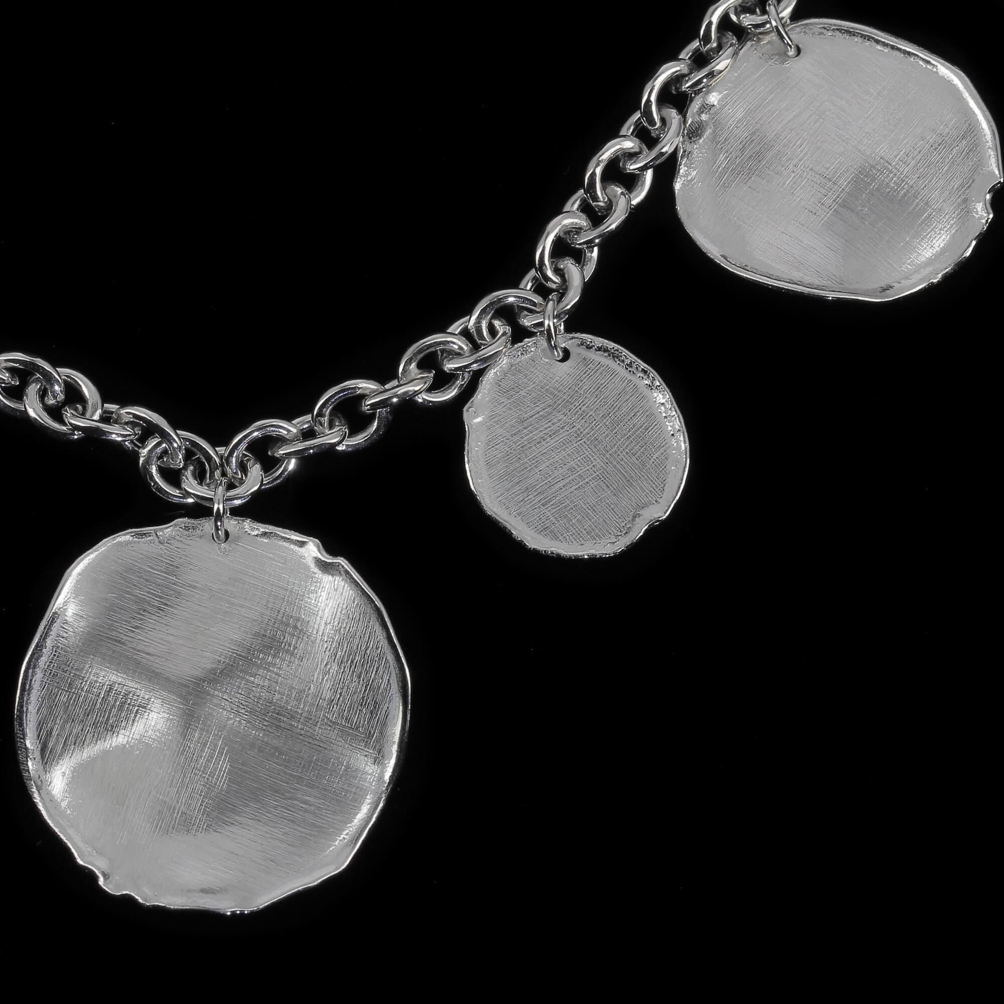 Zilveren schakelarmband met ronde hangers