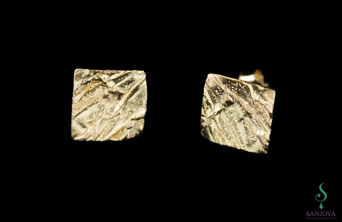 Schitterende mini vierkante oorbelletjes van verguld zilver