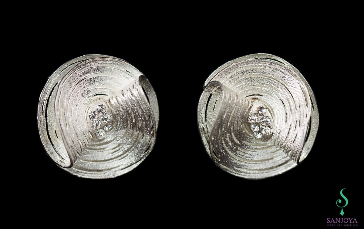 Zilveren bloemvormige oorbellen met zirkonia/ grote versie