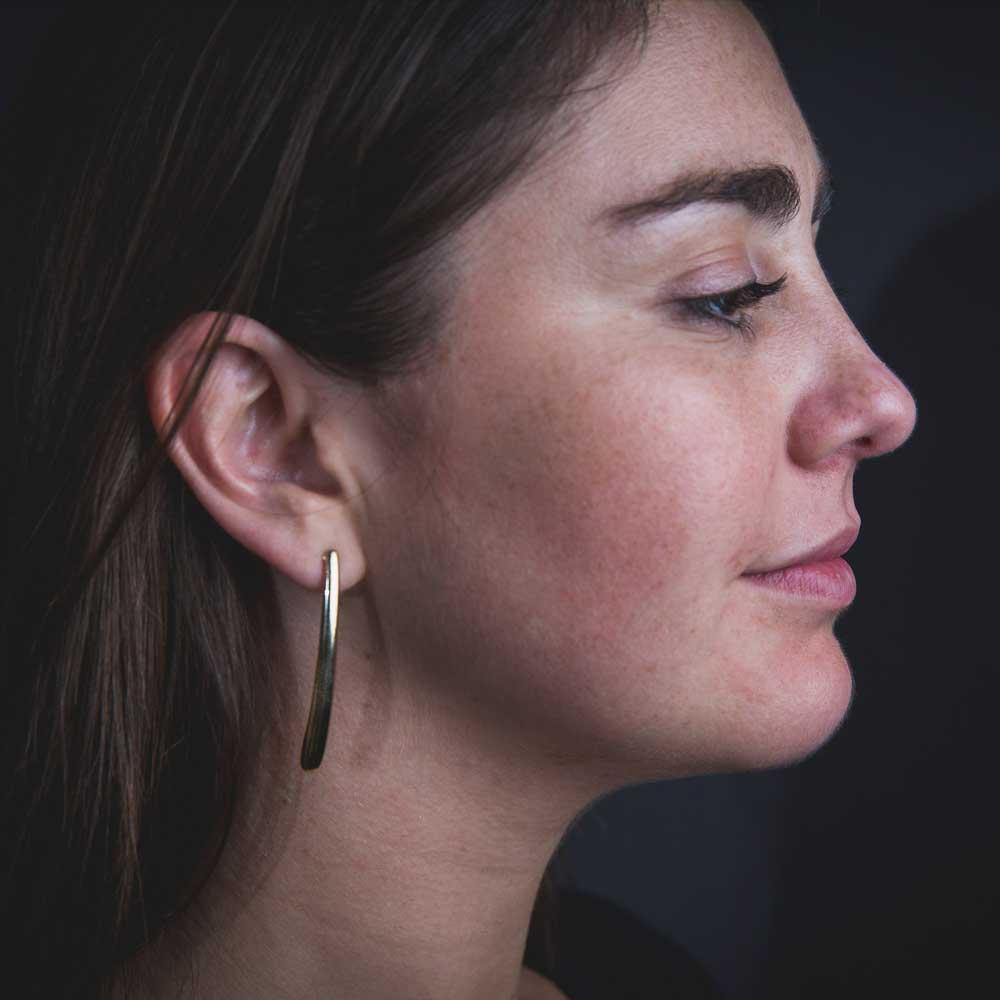 Vergulde en gepolijste lange oorbellen