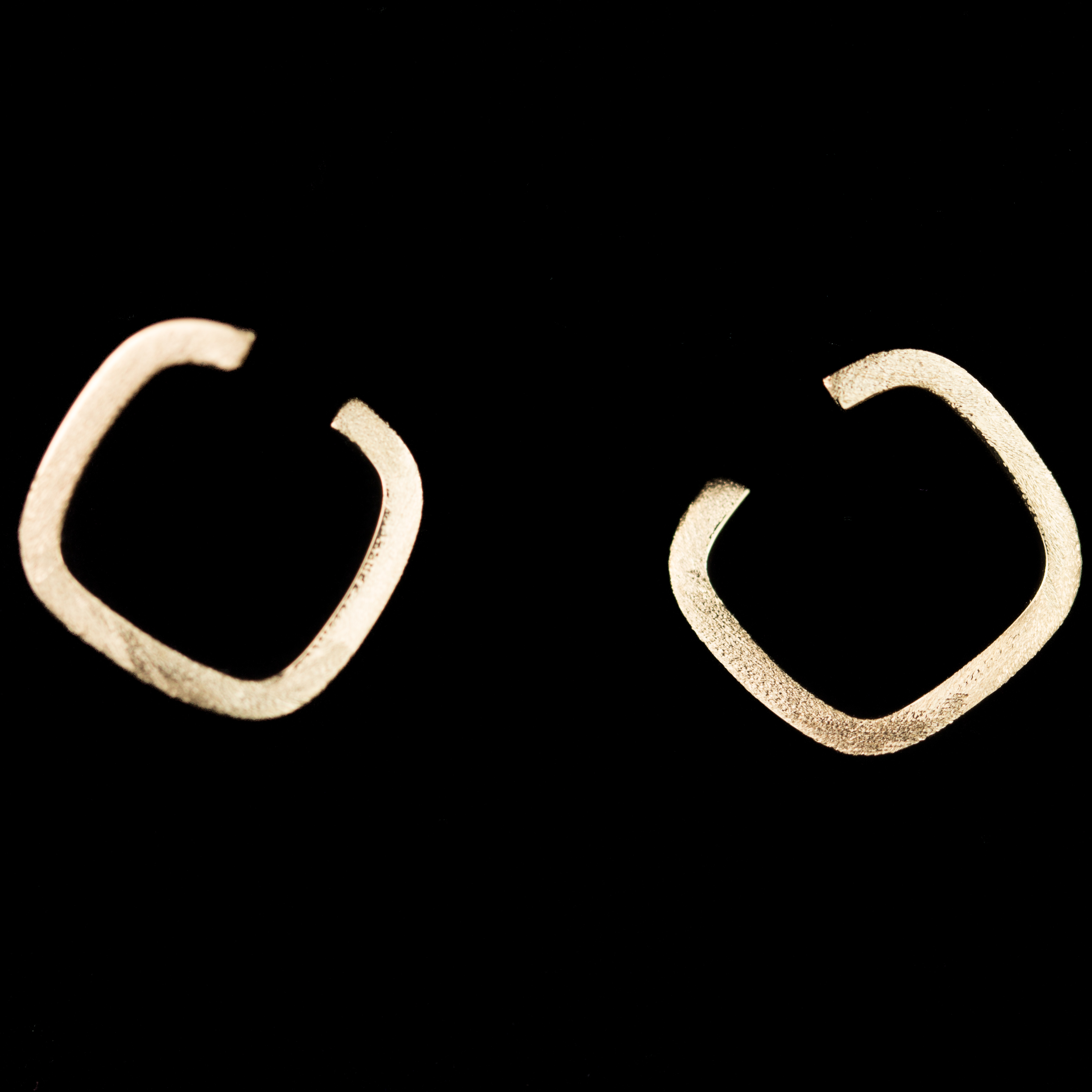 Gouden openbewerkte oorbellen,18Kt