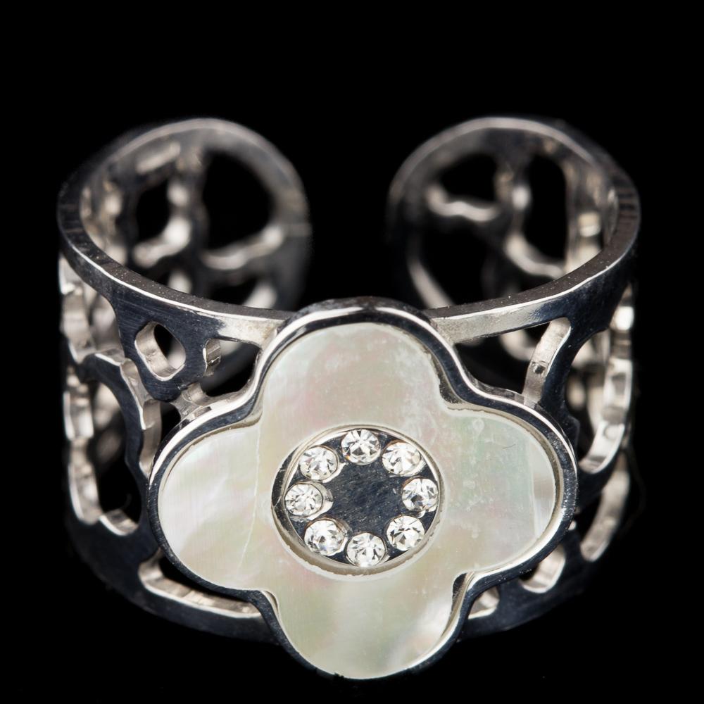 Zilveren bloemvormige ring, parelmoer en zirkonia