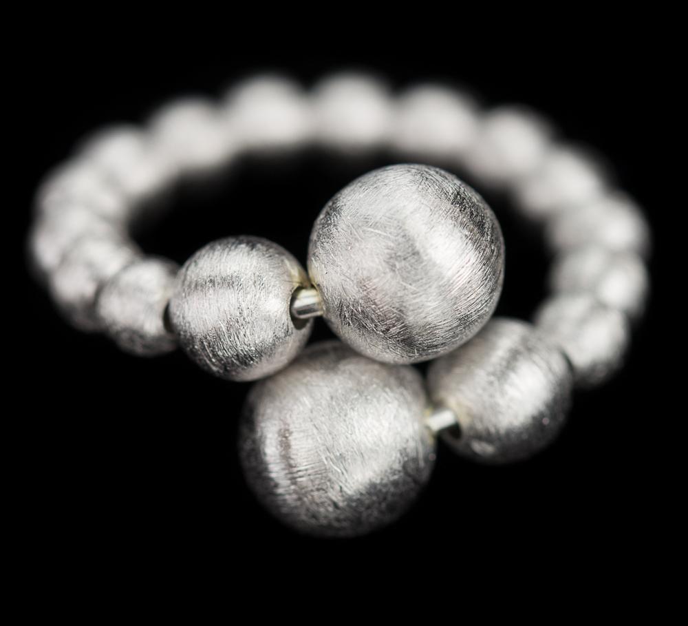 Zilveren chique bolletjes ring