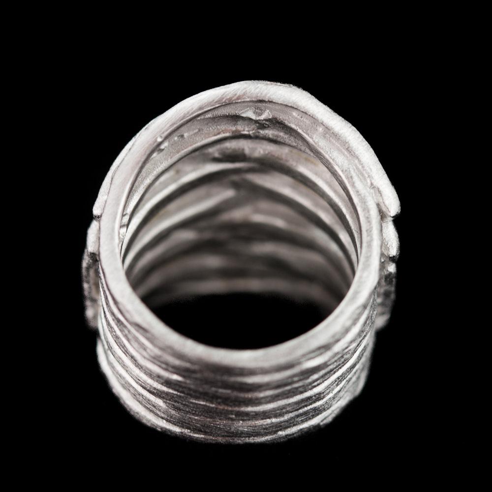 Brede geribbelde en matte zilveren ring