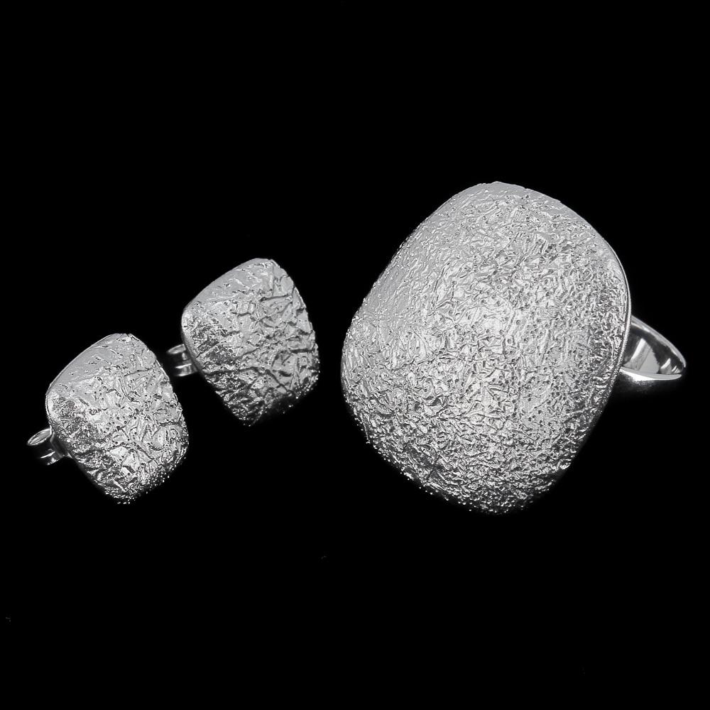 Zilveren vierkanten oorbellen met afgeronde hoeken