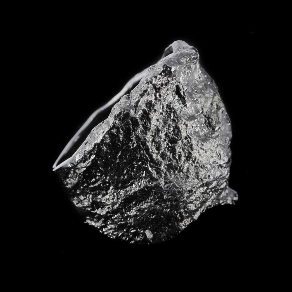 Schitterende steenvormige grijze ring