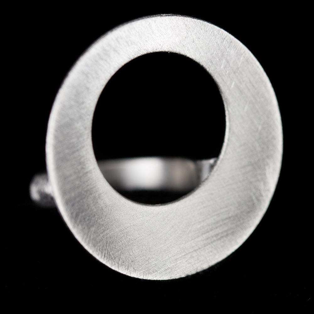 Zilveren ring met open cirkel
