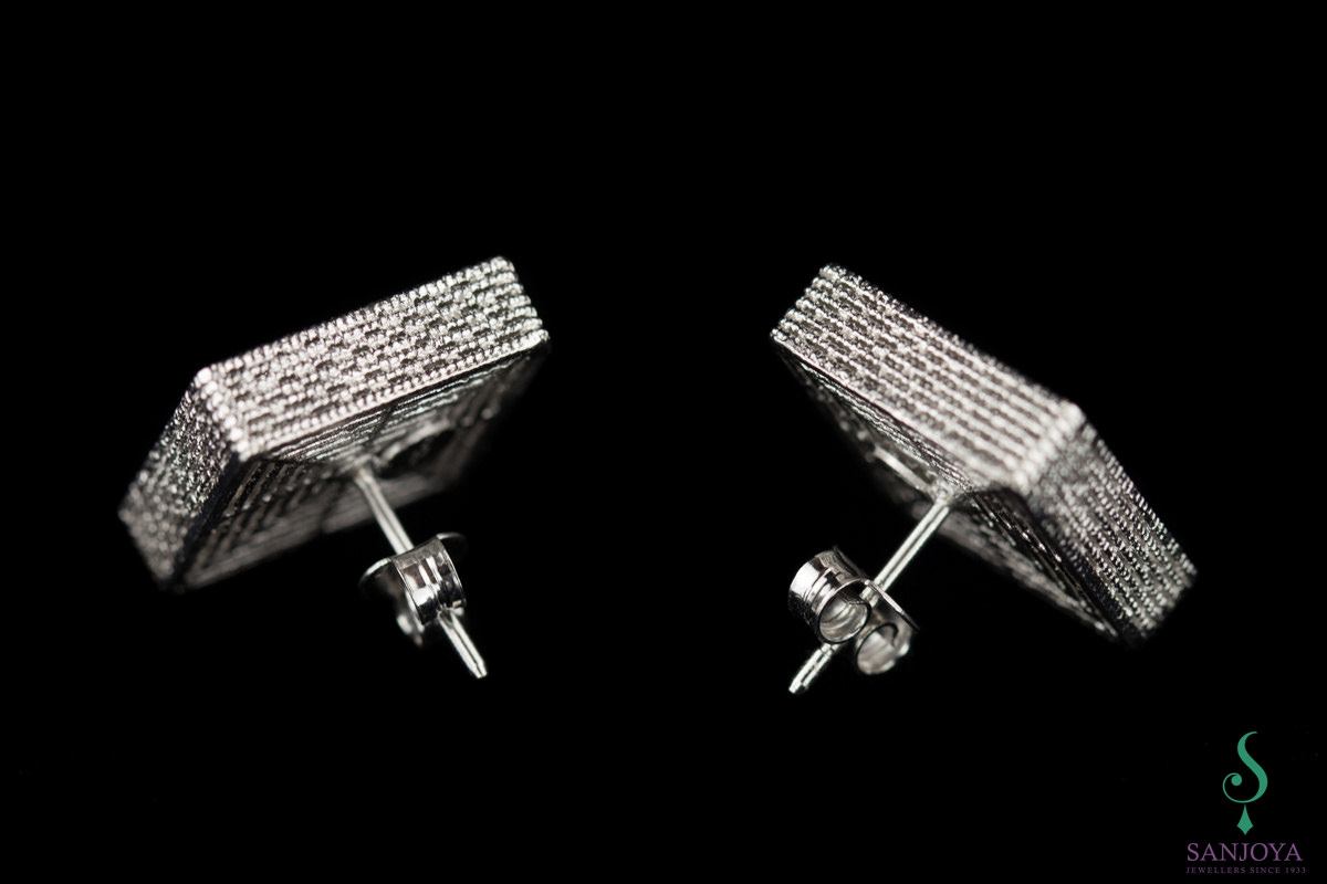 Vierkantvormige oorbellen, zilver en bewerkt