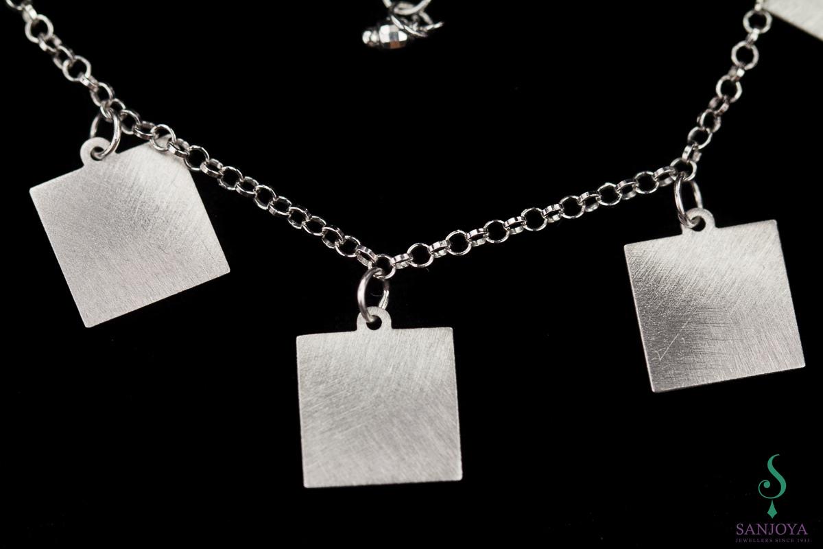 Zilveren armband met vierkantjes