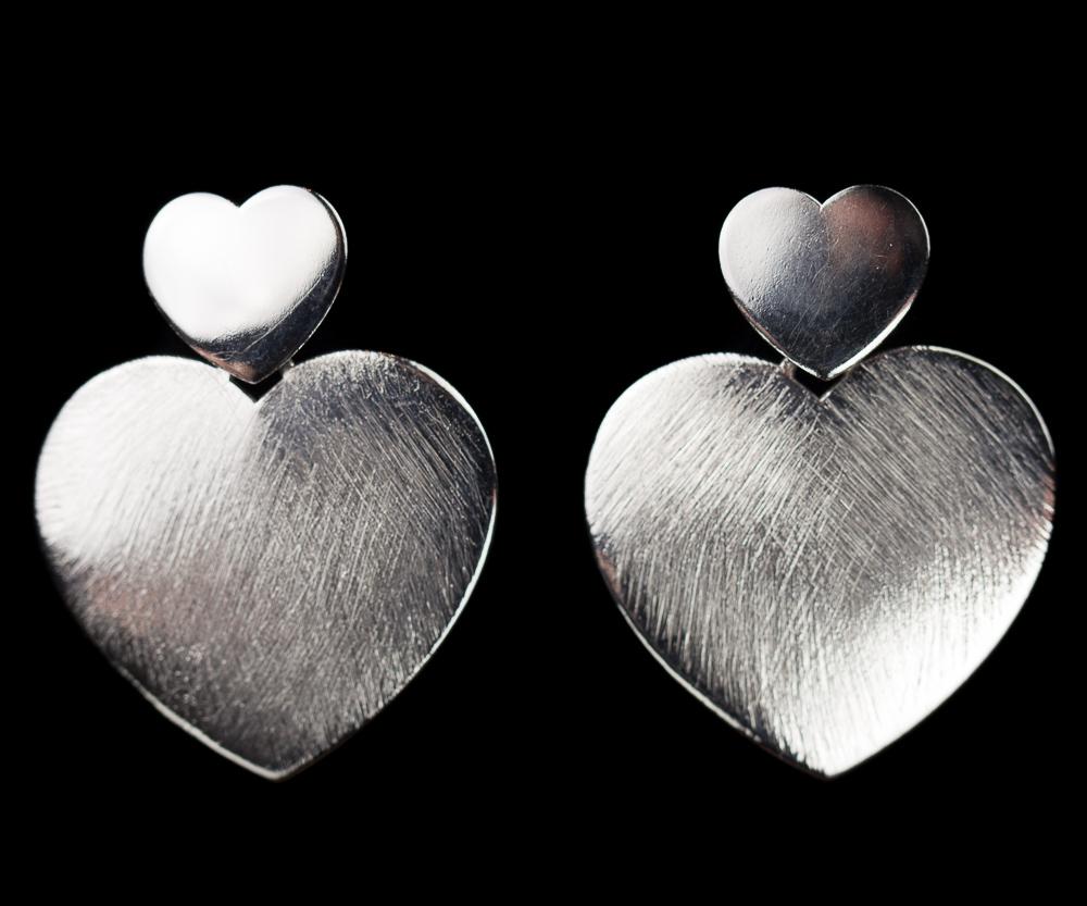 Zilveren hartvormige oorbellen