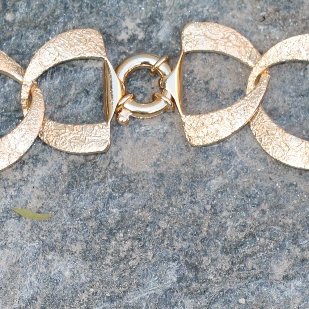 Vergulde en gediamanteerde schakelketting