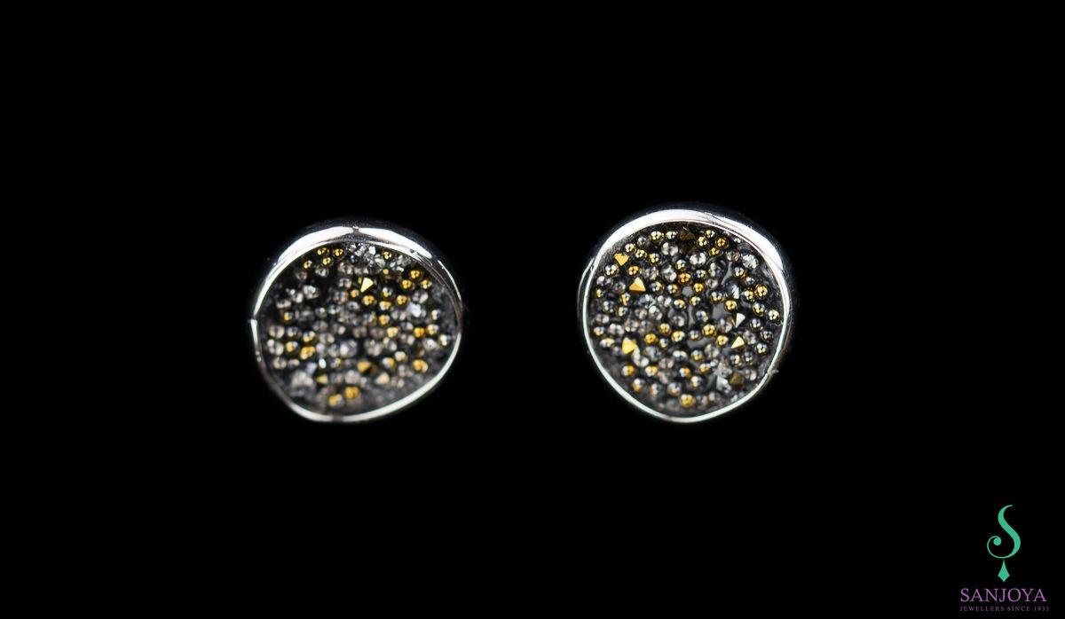 Kleine zilveren oorbellen met zwarte versiering