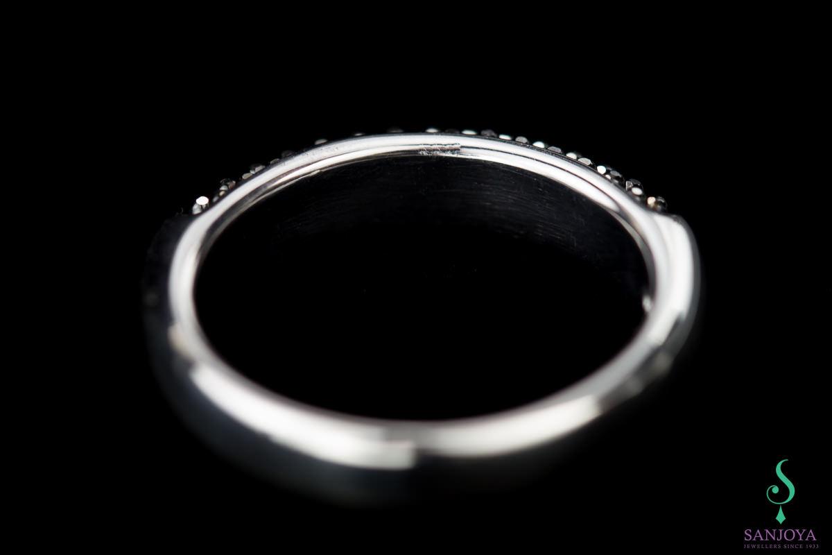Zilveren ring met zwarte fonkelingen