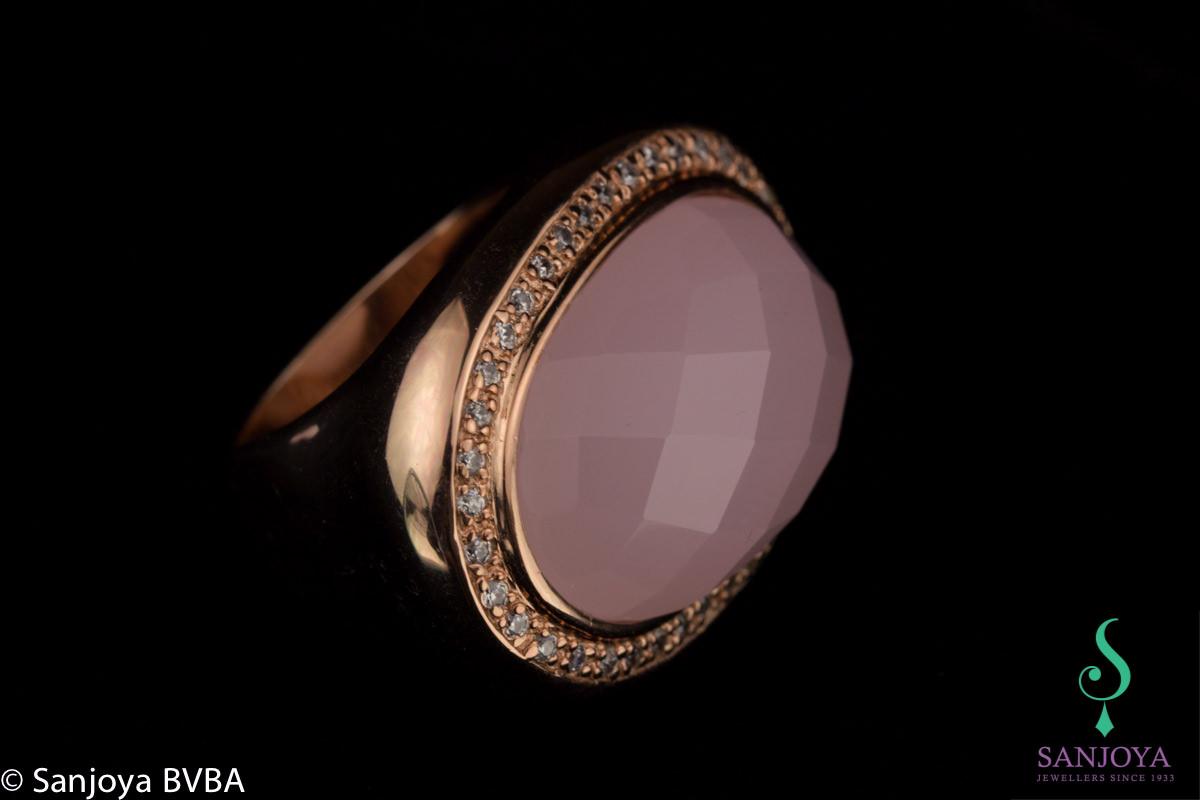 Rosé ring met lichtroze kleursteen en zirkonia