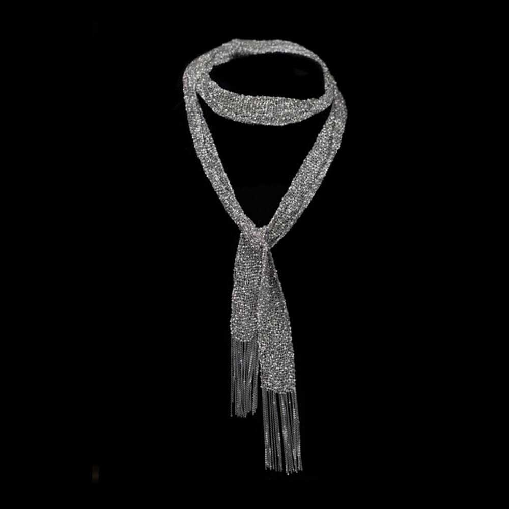 Donkergrijze sjaal van meerdere kettinkjes, zilver